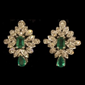 Ear hangers set with emeralds and diamonds (14KT white gold)