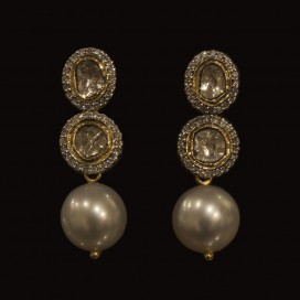 Ear hangers set with pearls and diamonds (14KT yellow gold)