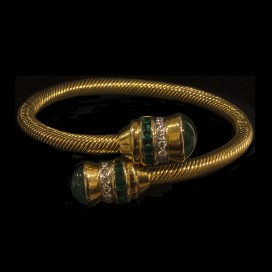 A bracelet set with emeralds and diamonds (18KT yellow gold)
