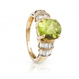 Ring 18kt Yellow gold set with a peridot and brilliants