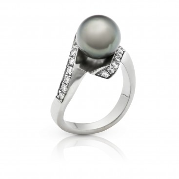 Ring 18kt White gold set with a Tahiti South Sea pearl and brilliants