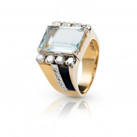 Ring 14kt Yellow gold set with an aquamarine, blue sapphires and brilliants