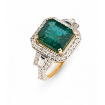 Ring 14kt Yellow gold set with brilliants and emerald