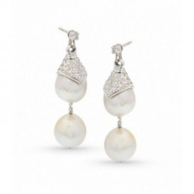 Ear hangers 18kt White gold set with brilliants and South Sea pearls