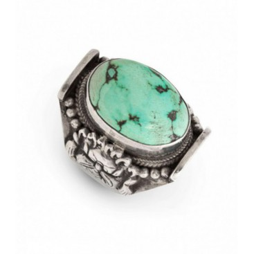 Antique silver ring set with turquoise