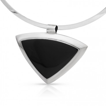 Silver pendant set with onyx