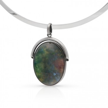 Silver pendant set with agate