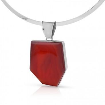 Silver pendant set with cornelia