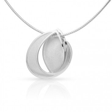 Silver pendant with spang