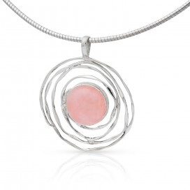 Silver pendant set with rose quartz