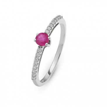 Ring 18kt White gold set with brilliants and a ruby