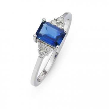 Ring 18kt White gold set with brilliants and a blue sapphire
