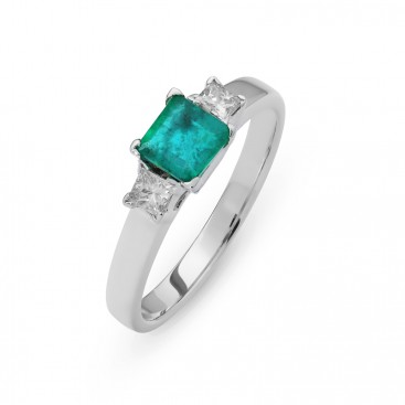 Ring 18kt white gold set with princess cut brilliants and an emerald