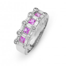Ring 18kt White gold set with 10 small brilliants, 4 baguette brilliants and 4 pink sapphires