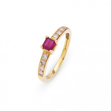 Ring 18kt Yellow gold set with brilliants and a ruby